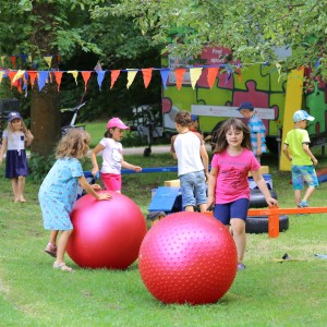 Kinder spielen im Weißenseepark